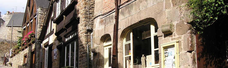 Ville médiévale Dinan Côtes d'Armor Bretagne tourisme Jerzual atelier Poiron sculpteur