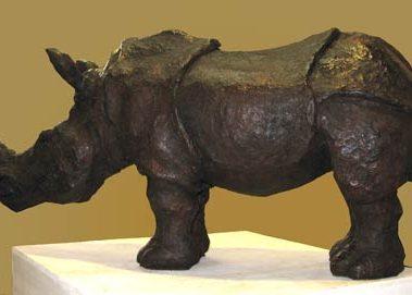 sculpture en bronze de rhinocéros, oeuvre de patrick poiron