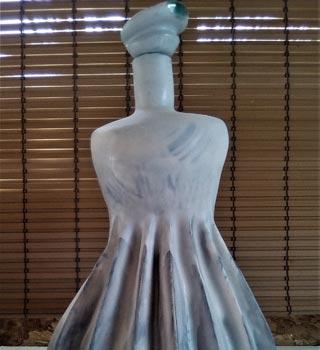 céramique en forme de jupe plissée