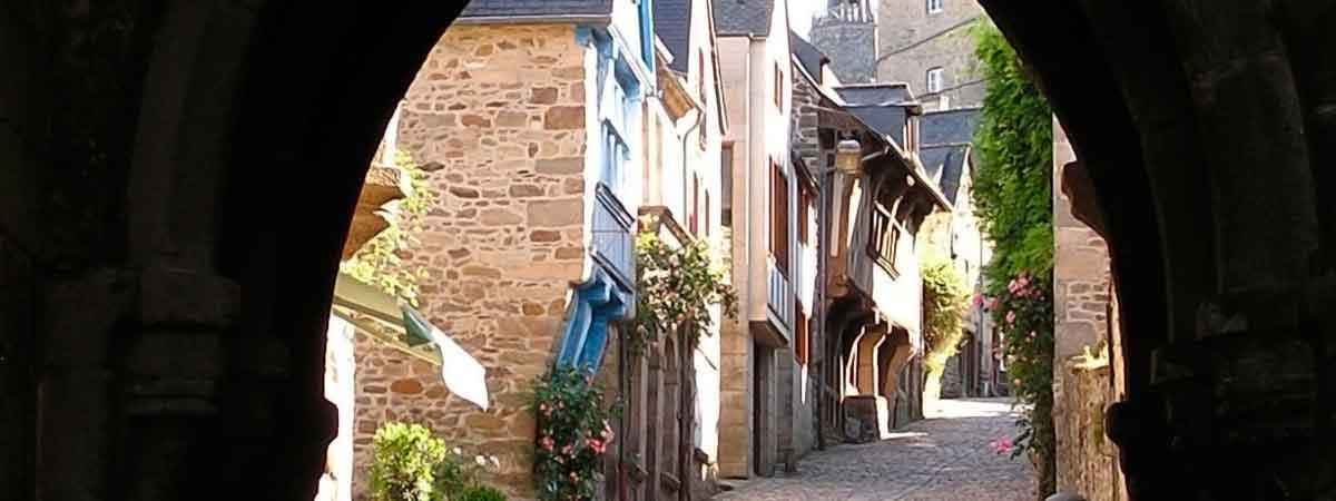 Dinan ville d'art et artistes en Bretagne