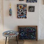 Peintures et tabouret poissons